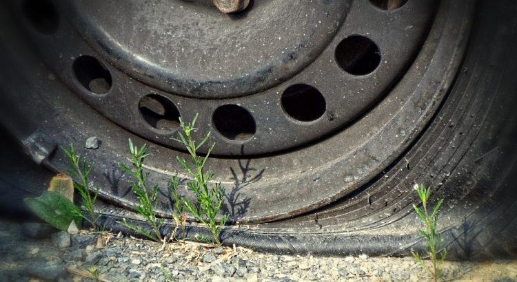 que faire quand on crève un pneu